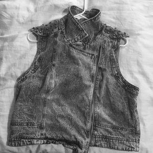 Acid wash denim vest with studs